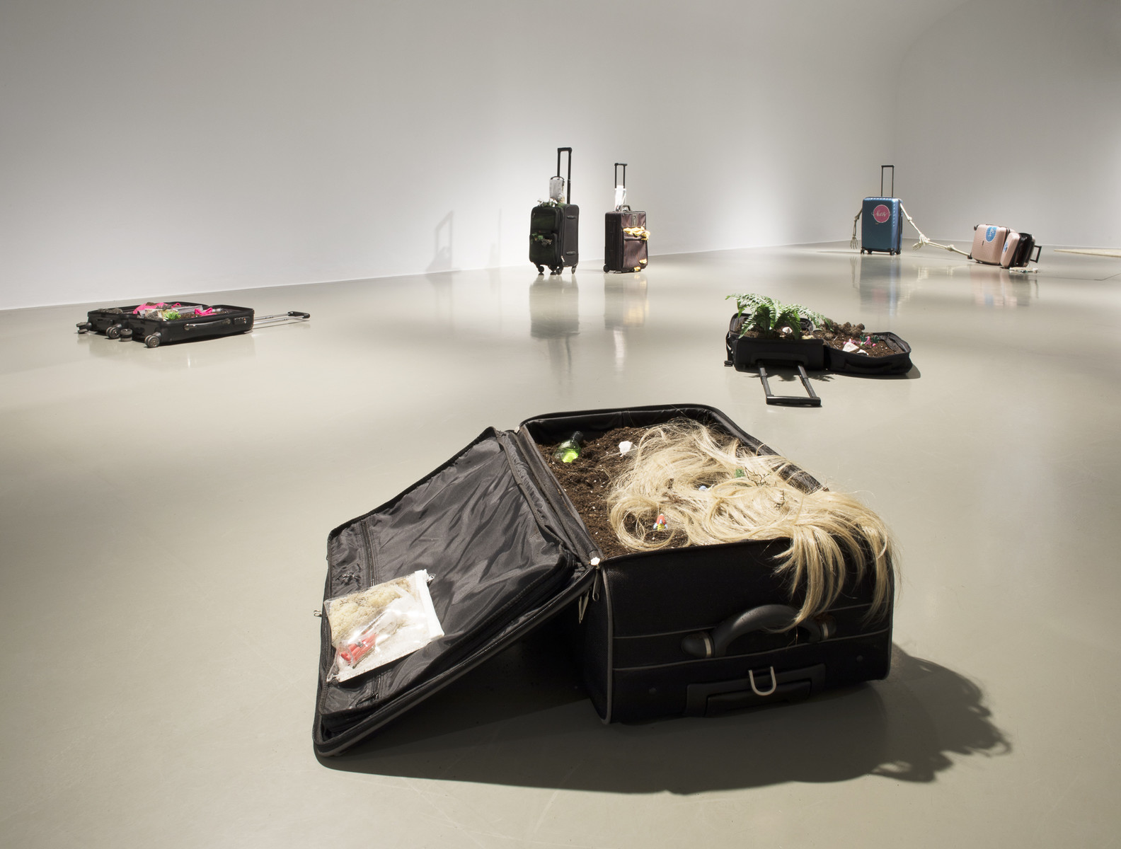 Sophie Gogl, Space is the Grave, 2020.